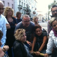 Sul set di Benvenuti al Nord, oltre a Claudio Bisio e Angela Finocchiaro ci sono Emma Marrone e il regista Luca Miniero