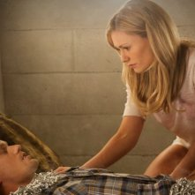 Alexander Skarsgård ed Anna Paquin nell'episodio Cold Grey Light of Dawn di True Blood