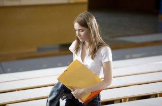 Déborah François si reca a lezione in Student Services