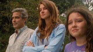 George Clooney, Shailene Woodley e Amara Miller in The Descendants