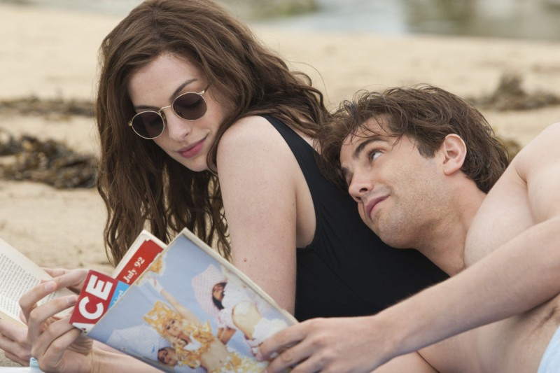 Jim Sturgess E Anne Hathaway In One Day In Una Scena Ambientata Nei Primi Anni Novanta 211969