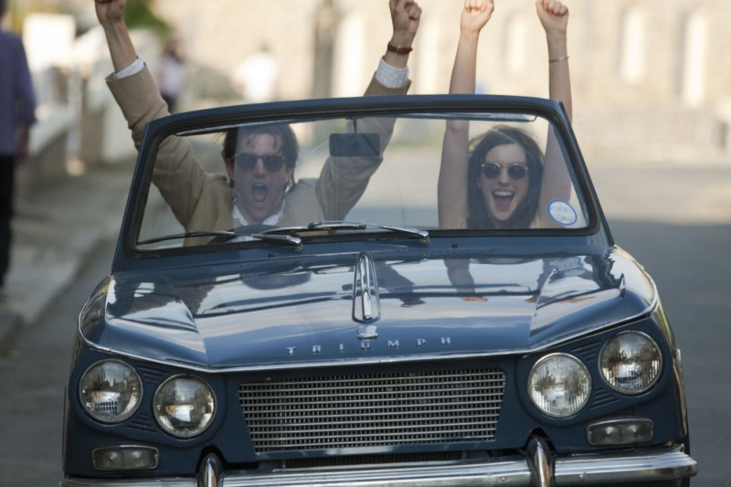 Jim Sturgess E Anne Hathaway In One Day In Una Scena Ambientata Nei Primi Anni Novanta 211970