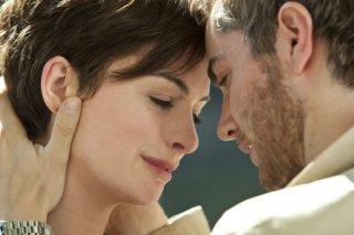 Jim Sturgess e Anne Hathaway in una scena di One Day