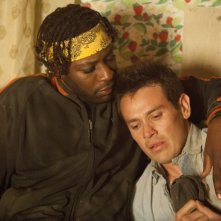Nelsan Ellis e Kevin Alejandro nell'episodio Cold Grey Light of Dawn di True Blood