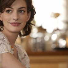 Primo piano di Anne Hathaway in una scena di One Day