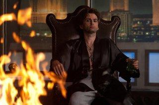 Un tenebroso David Tennant in Fright Night - il vampiro della porta accanto
