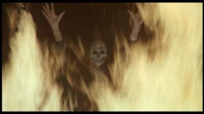 La Morte Appare Sul Riflesso Di Uno Specchio Al Protagonista Di Inferno 1980 212101