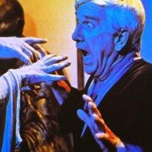 Leslie Nielsen in una scena di Creepshow di George A. Romero