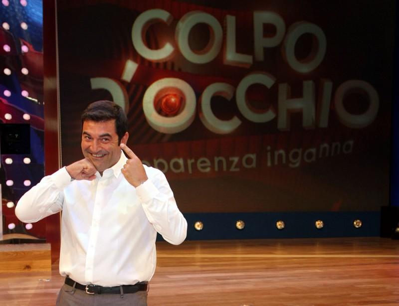 Max Giusti E Il Conduttore Del Game Show Colpo D Occhio L Apparenza Inganna 212081