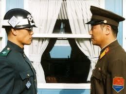 Shin Ha Kyun E Song Kang Ho A Confronto In Una Scena Tesa Di Joint Security Area 212144