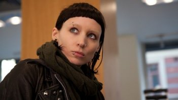 Un intenso primo piano di Rooney Mara in The Girl with the Dragon Tattoo