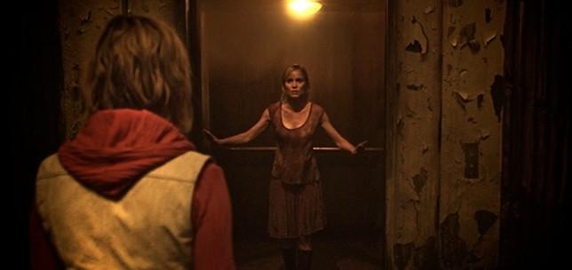 Silent Hill Revelation 3D Una Scena Con Radha Mitchell 212180