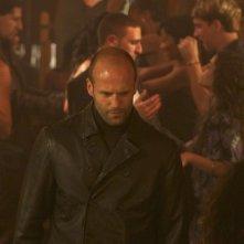 Jason Statham (al centro) in una sequenza del film Professione assassino - The Mechanic