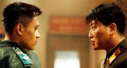 I Protagonisti Shin Ha Kyun E Song Kang Ho Si Contrappongono In Una Scena Di Joint Security Area 212385
