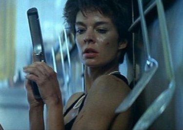 Anne Parillaud è protagonista del film Nikita di Luc Besson