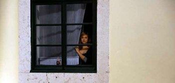 Catarina Wallenstein alla finestra in Singolarità di una ragazza bionda