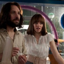 Elizabeth Banks con Paul Rudd in Our idiot Brother