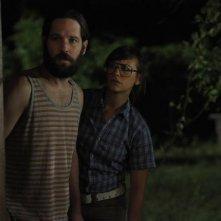 Paul Rudd con Rashida Jones in una scena della commedia Our idiot Brother