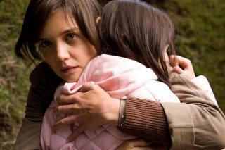 Un primo piano di Katie Holmes in Non avere paura del buio