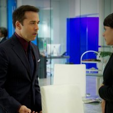 Constance Zimmer e Jeremy Piven in una scena dell'episodio Motherfucker dell'ottava stagione di Entourage