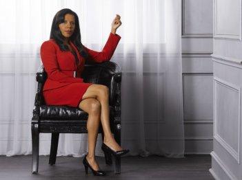 Penny Johnson è il capitano Victoria Gates in una foto promozionale della stagione 4 di Castle