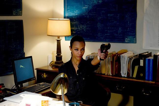 Zoe Saldana E Una Killer Professionista In Colombiana Del 2011 212653