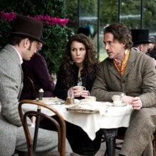 Robert Downey Jr., Jude Law e Noomi Rapace si consultano in Sherlock Holmes: A Game of Shadows