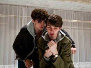 Chatroom: Aaron Johnson con Matthew Beard in una sequenza del film