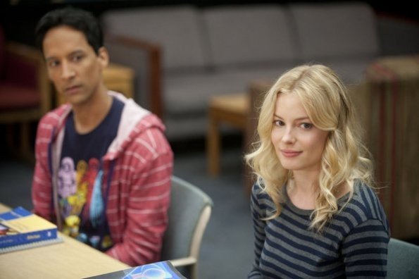 Community Danny Pudi E Gillian Jacobs Nell Episodio Biology 101 212886