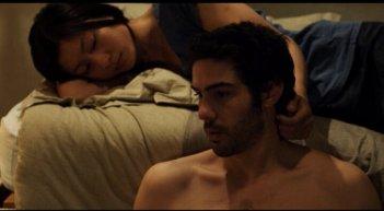 Love and Bruises: Tahar Rahim e Corinne Yam in una sensuale scena del film di Lou Ye