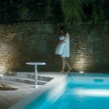 Monica Bellucci in Un été brûlant: una sequenza notturna