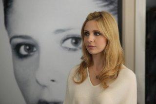 Ringer: Sarah Michelle Gellar in una scena del pilot della serie