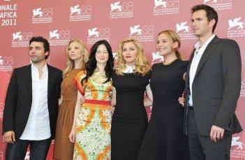 Venezia 2011: Madonna e il cast di Edward e Wallis: Natalie Dormer, Abbie Cornish, Oscar Isaac, Andrea Riseborough, James D'Arcy