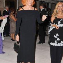Venezia 2011: Marina Ripa di Meana - con l'immancabile copricapo stravagante - alla cena inaugurale