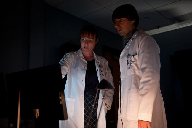 Contagion Di Steven Soderbergh Jennifer Ehle E Demetri Martin In Una Scena 213235
