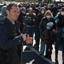 Jude Law in una scena di Contagion.