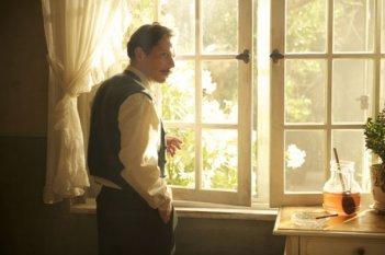 Poulet aux prunes: Mathieu Amalric in una sequenza del film di Vincent Paronnaud e Marjane Satrapi
