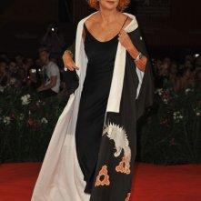 Venezia 2011: Marina Ripa di Meana sul red carpet prima della premiere di Edward e Wallis