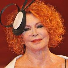 Venezia 2011: Marina Ripa di Meana sul tappeto rosso prima della premiere di Edward e Wallis