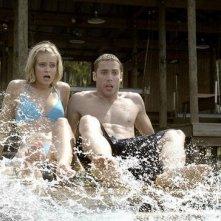 Shark Night 3D: Dustin Milligan e Sara Paxton in una scena del film