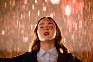 Lily Cole in una scena dell'horror femmibile The Moth Diaries