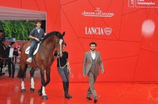 Vinicio Marchioni presenta 'Cavalli' a Venezia nel 2011 con quadrupede al seguito