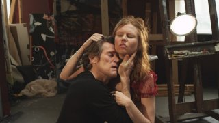 4:44 Last Day on Earth: Willem Dafoe con Shanyn Leigh in una scena
