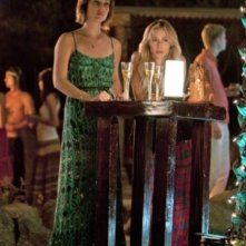 90210: Gillian Zinser e Jessica Stroup nell'episodio Up In Smoke