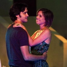 90210: Michael Steger e Jessica Stroup nell'episodio Up In Smoke