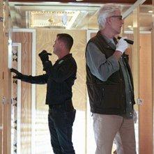 CSI: George Eads e Ted Danson in una scena dell'episodio 73 Seconds