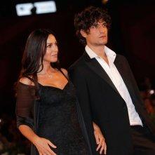 Monica Bellucci sul red carpet per Un Ete Brulant a Venezia 2011, con Louis Garrel