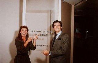 Pierce Brosnan e Stephanie Zimbalist in Mai dire sì