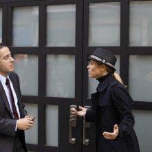 Prime Suspect: Kirk Acevedo e Maria Bello in una scena del pilot della serie