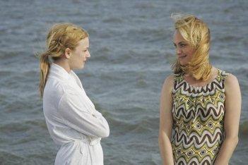 Revenge: Emily VanCamp e Amber Valletta nel pilot della serie